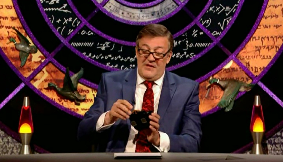 Stephen Fry examines one of Stevyn's Viewmasters
